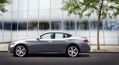 Infiniti to show updated Q70 at this year's Paris Motor Show