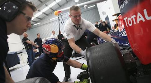 Infiniti Support Our Paras Racing team learns from Infiniti Red Bull Racing F1 masters