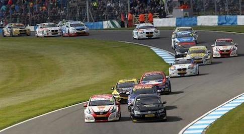 Volkswagen and Honda take victory at Donington Park for the BTCC