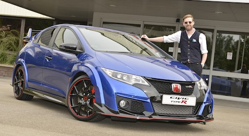 Kaiser Chief star collects his new Civic Type R
